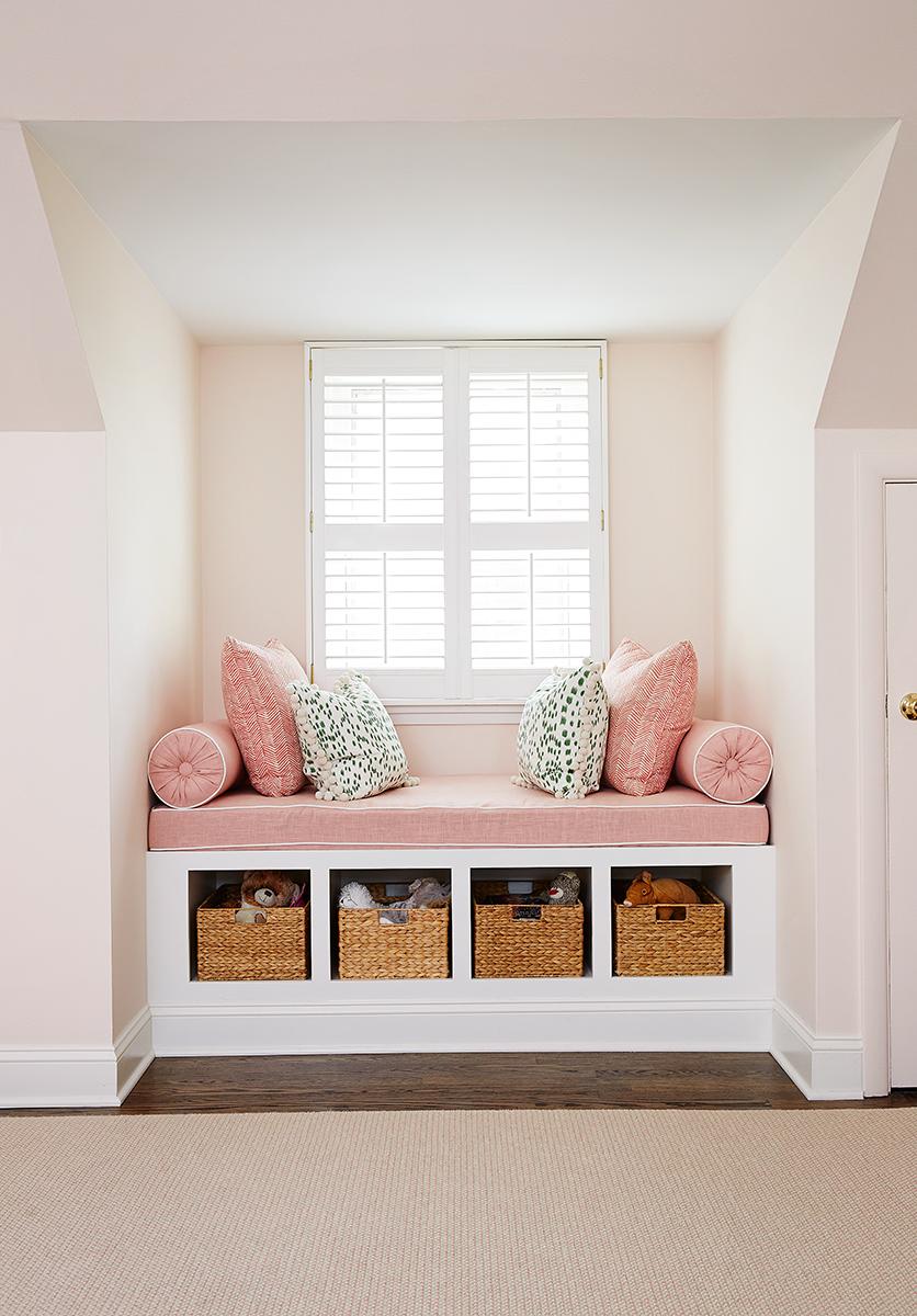 Pink girls bedroom bench
